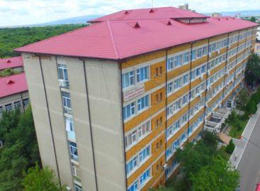 Anchetă la spitalul judeţean din Buzău după ce un pacient a reclamat că medicii i-au uitat în corp un tampon chirurgical