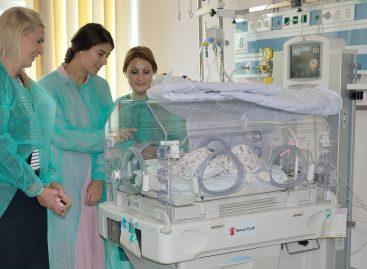 Spitalul Judeţean din Târgovişte a primit cadou un incubator pentru maternitate de la tenismena Sorana Cârstea