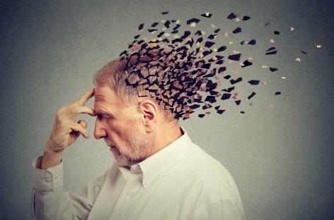 Studiu: Simptomele demenței sunt diferite în funcție de limba maternă a pacienților