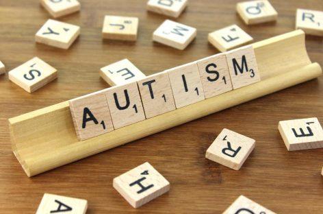 Răspunsul creierului la vocea mamei diferă în cazul copiilor cu autism, arată un studiu realizat în SUA