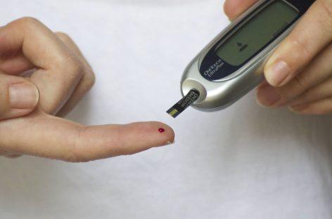 Administrarea insulinei prin sistemul cu buclă închisă poate îmbunătăți controlul glicemieipentrupacienții cu suport nutrițional