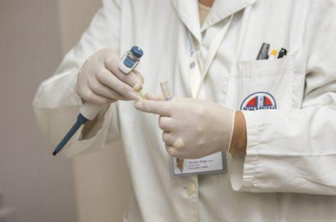 Colegiul Medicilor: Personalul medical nu trebuie ameninţat cu implicaţii penale; presiunile nu fac decât să crească riscul unor erori medicale
