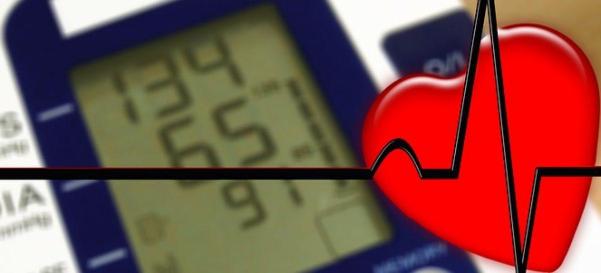 Hipertensiunea înainte de 40 de ani crește riscul de accidente vasculare cerebrale și boli de inimă