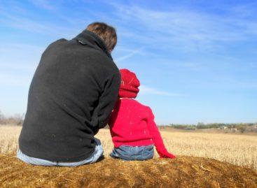 Vârsta înaintată a tatălui asociată cu riscuri crescute la naștere pentru bebeluși