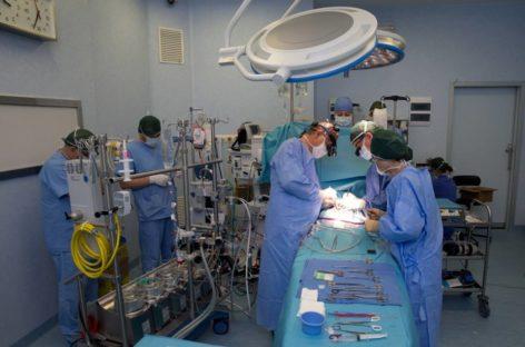 Intervenție chirurgicală dificilă realizată de medicii de la Spitalul Militar din Capitală, la un pacient cu cancer pulmonar la limita operabilităţii