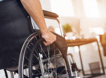Trei persoane paralizate pot merge din nou grație unor implanturi în șira spinării realizate în premieră în Elveția