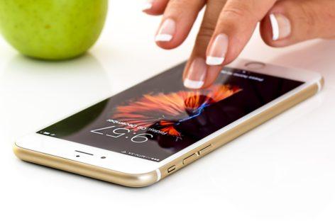 O firmă irlandeză de tehnologie a dezvoltat o aplicație care le permite medicilor să urmărească pe telefon derularea studiilor clinice la care iau parte