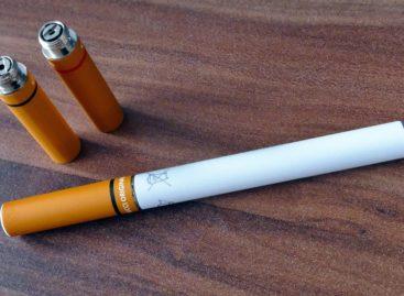 Statele Unite vor interzice vânzarea țigărilor electronice aromate în magazine obișnuite