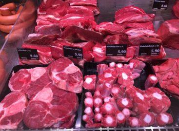 Consumul de carne roșie și procesată nu ar fi dăunător sănătații, susține un nou studiu care stârnește controverse în SUA