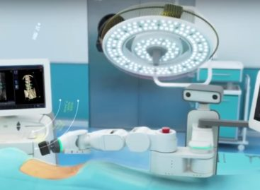 Medicii de la Spitalul de Neurochirurgie din Iaşi au folosit în premieră într-o intervenție chirurgicală robotul Mazor X, intrat recent în dotare