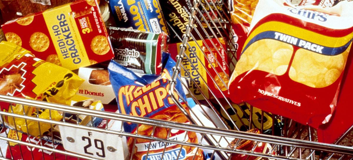 Studiu: Mâncarea ambalată din SUA este ultraprocesată, iar americanii sunt supraexpuși la grăsimii saturate, sare și zahăr