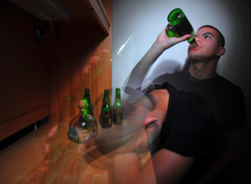 Consumul exagerat de alcool în adolescență produce schimbări de durată în centrul emoțional al creierului