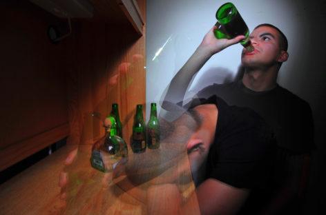 Studiu: Administrarea de ketamină îi poate ajuta pe consumatorii de alcool să bea mai puțin