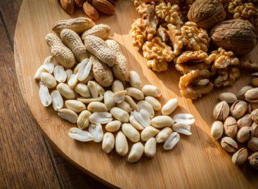 Consumul de nuci reduce riscul de boli cardiovasculare la pacienții cu diabet, arată un studiu realizat în SUA