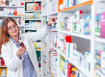 Ministerul Sănătății propune amenzi cu caracter retroactiv de până la 100.000 lei pentru farmaciile ce nu respectă legislația privind serializarea; doar jumătate dintre farmacii s-au înregistrat în SNVM