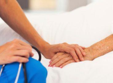 Consiliul Concurenței recomandă alocarea mai multor fonduri pentru îngrijire paliativă la domiciliu, creşterea tarifului decontat și a duratei de care bolnavii pot beneficia de astfel de servicii