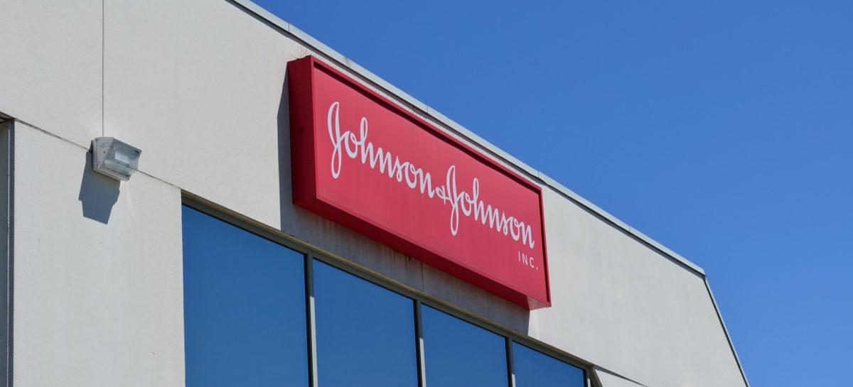 Johnson & Johnson a acceptat să plătească 1 miliard de dolari pentru închiderea unor procese în care compania este acuzată că a vândut implanturi defectuoase