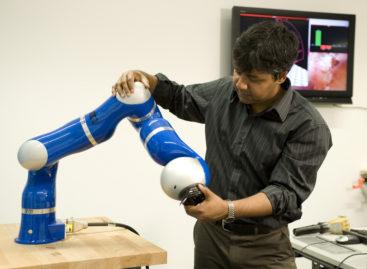 Un picior robotic poate învăța să se miște singur cu ajutorul unor noi algoritmi de intelegență artificială