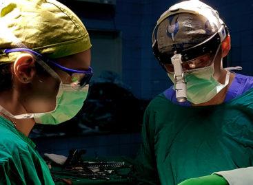 Medicii de la Spitalul Universitar din Capitală i-au salvat viața unui pacient cu plămânul ieșit din torace, printr-o intervenție chirurgicală