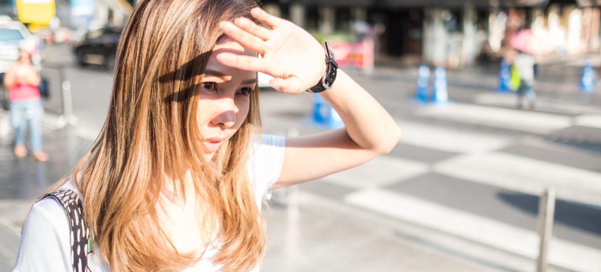 În zilele cu caniculă este necesară hidratarea corespunzătoare și protecția suplimentară a pielii susțin medicii