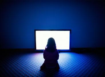 Statul în fața televizorului poate fi mai nociv pentru sănătate decât munca de birou