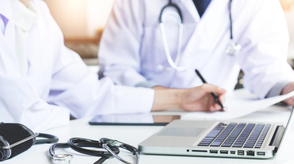 """Aproape 50 de femei din Letea, consultate gratuit de specialiştii """"Caravanei cu medici"""""""