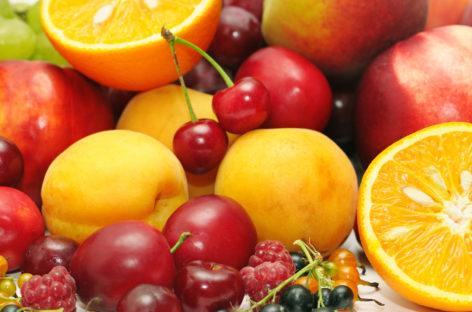 Studiu: O dietă bogată în flavonoide protejează împotriva cancerului și a bolilor de inimă