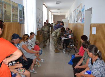 Locuitorii unor sate izolate din Delta Dunării primesc consultații gratuite de la medici militari americani și români