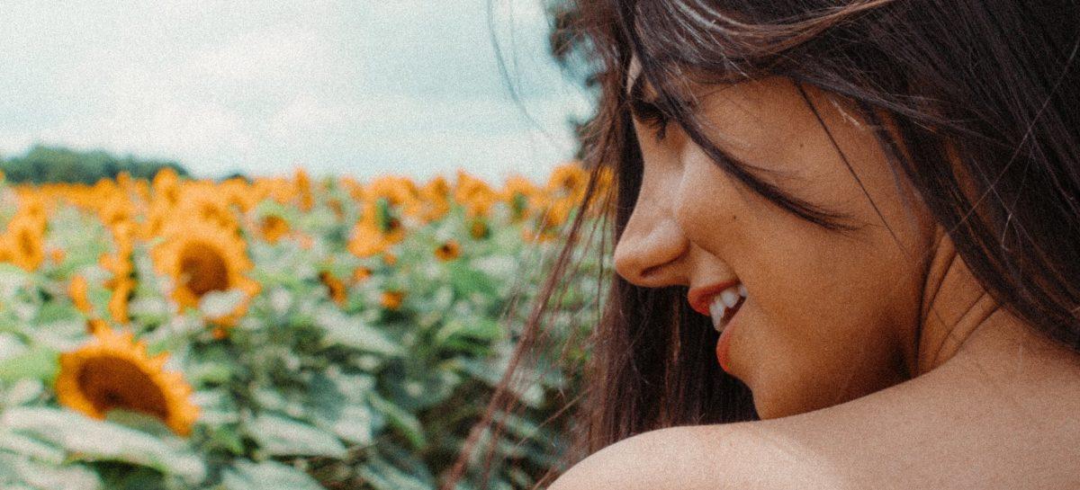 Medic dermatolog: Legumele și fructele care conțin carotenoizi sunt cele mai indicate pentru a combate fotoîmbătrânirea pielii