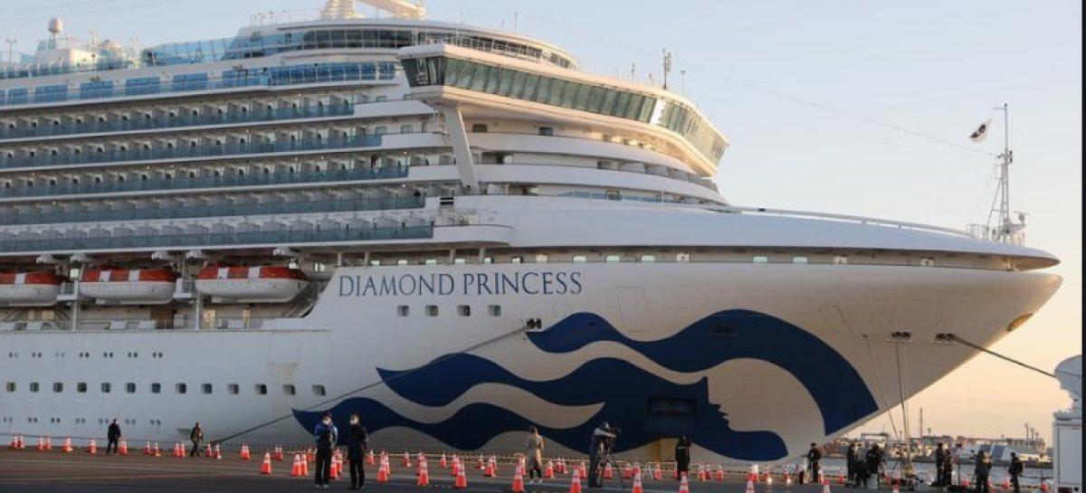 """Vasul de croazieră Diamond Princess a devenit sediul unui """"experiment natural"""" în privința coronavirusului: una din 4 persoane testate este infectată cu Covid-19"""