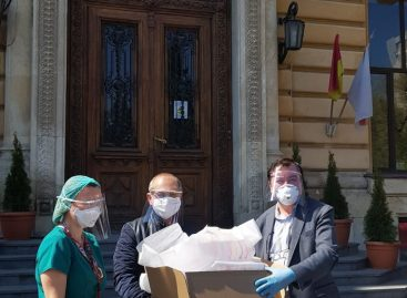"""Echipamente de protecție 3D împotriva infectării cu coronavirus. La UMF """"Carol Davila"""" se produc zilnic aproximativ 1000 de viziere"""