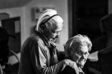 Focar de COVID-19 la un cămin de bătrâni din București