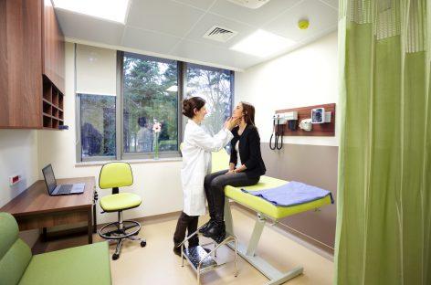 Dotarea minimă obligatorie pentru mai multe tipuri de cabinete medicale a fost revizuită