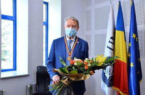 """Reputatul profesor emerit și diabetolog Nicolae Hâncu, distins de UMF Cluj cu Medalia """"Iuliu Hațieganu"""" la aniversarea vârstei de 80 de ani"""