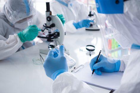 Un medicament care blochează capacitatea virusului SARS-CoV-2 de a infecta celulele a obținut rezultate promițătoare în teste
