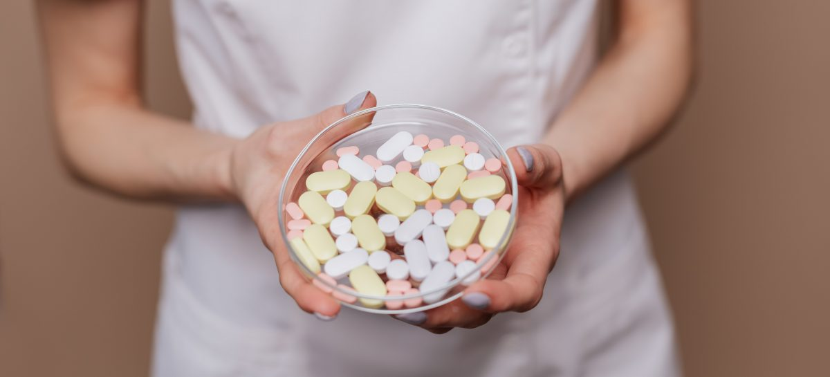 Consumul de antibiotice a crescut, iar infecţiile asociate asistenței medicale sunt subestimate în România