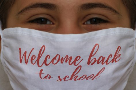 Cum putem să ne îmbolnăvim de COVID-19 într-o școală din România