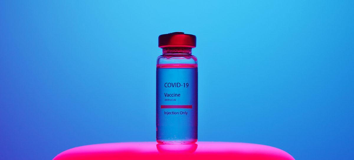 Vaccinul împotriva COVID-19: Inovație versus provocare