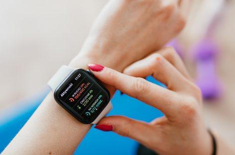 Ceasurile inteligente pot detecta Covid-19 cu o săptămână înainte de apariția simptomelor
