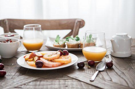 Studiu: Ce riscă adulții care sar peste micul dejun