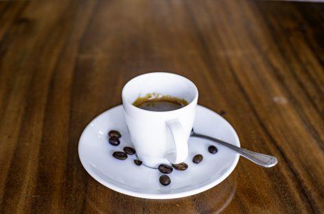 Consumul moderat de cafea scade riscul de boli de inimă, accident vascular cerebral și de deces